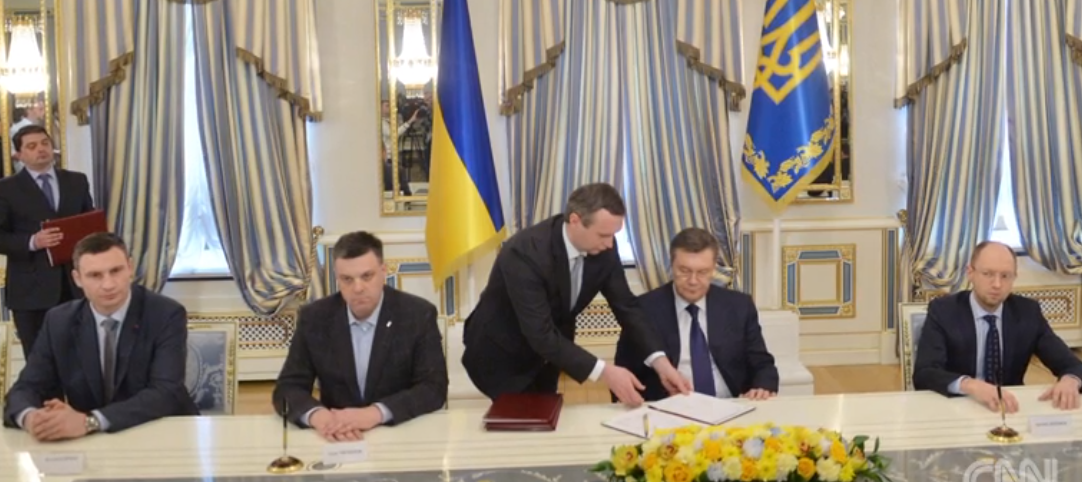 Kiev-21-February-2014-signing-Yanukovych