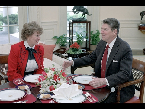 She helped Reagan end the Cold War  – Suzanne Massie returns to Russia