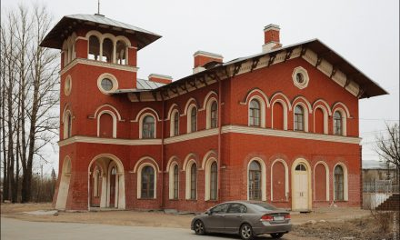Railway Station, Strelna, Russia[ OC ][ 1000 x674]