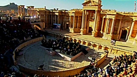 Russian band plays performance in old Syrian destroyings of Palmyra