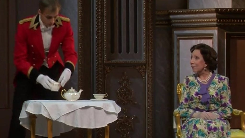 Russia places the Queen centre phase in Moscow's The Audience – BBC News