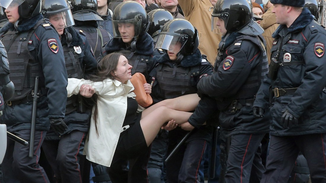 Young Russians are fed up, and also the Kremlin has actually taken notification