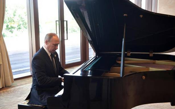 Putin the pianist charms the Chinese – The Hindu