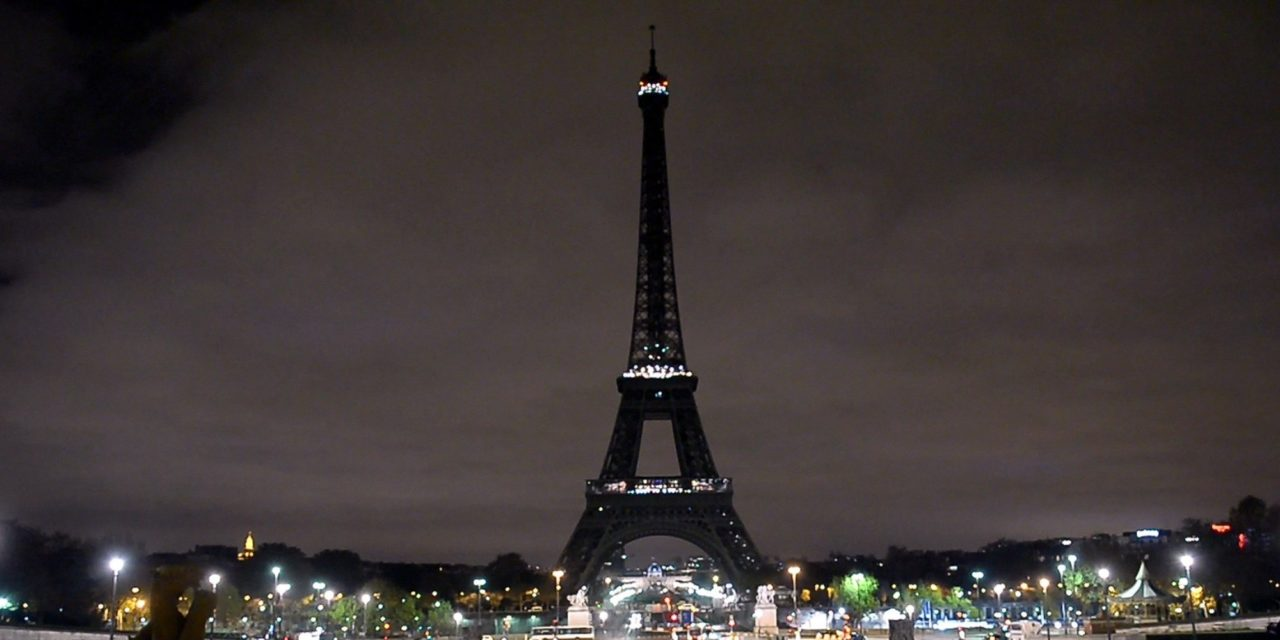 Eiffel Tower Goes Dark In Solidarity With Syrians In Aleppo