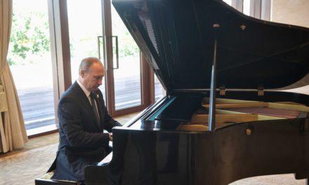 Putin Sits Down at Piano in China, Plays Soviet Songs