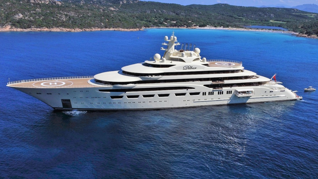 Super- sized superyachts try supremacy
