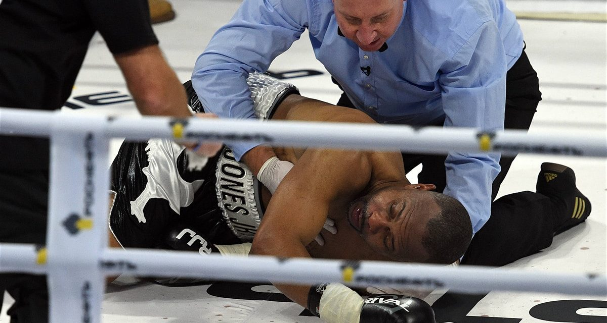 Roy Jones is risking everything in his unwillingness to leave the ringaEUR( tm) s barking|Kevin Mitchell