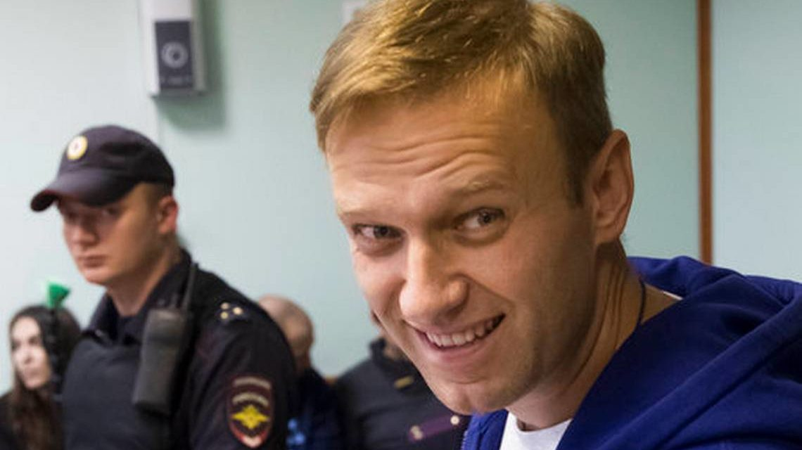 Navalny fans rally throughout Russia on Putin' s birthday festival – News& &(*******************************************************************************)