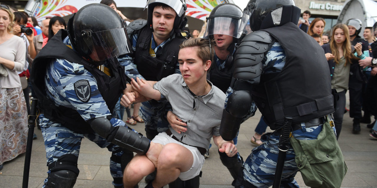 Russian Police Brutalize Protesters During Anti-KremlinMarch