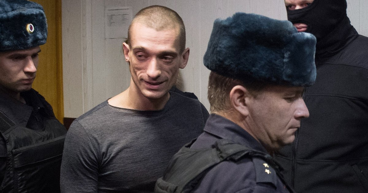 Scrotum-NailingArtist Lights Fire To Russian Security Service Doors