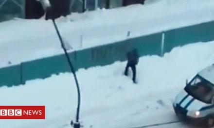 Russian police accused of' Putin graffiti campaign' – BBC News