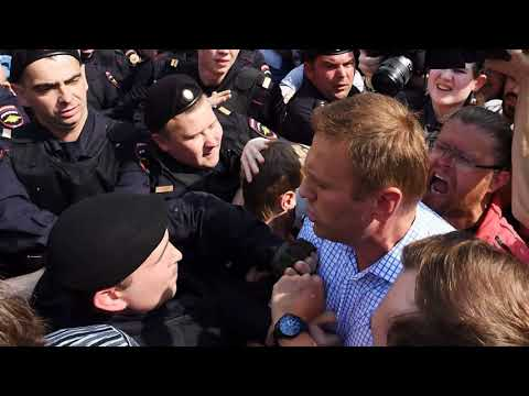 DAMAGING! Putin Navalny: Opposition leader held at Moscow demonstration