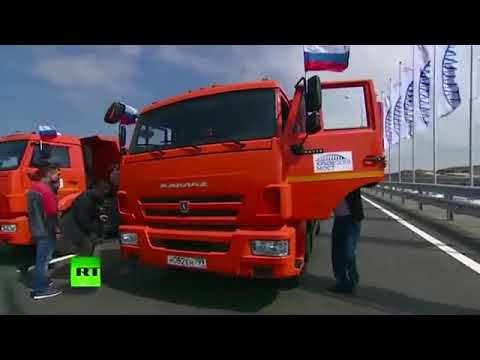 Putin drives vehicle to open up debatable Russia to Crimea bridge