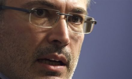 Former mogul Mikhail Khodorkovsky might look for asylum in Britain