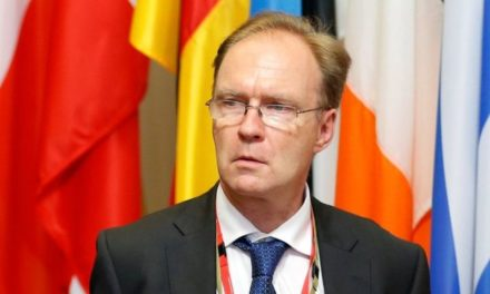 Sir Ivan Rogers: Former UK ambassador to the EU gives up public service – BBC News