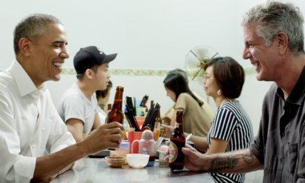 Barack Obama, Anthony Bourdain eat the fat in Hanoi