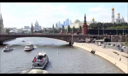 Moscow as well as the Kremlin with Floating bridge oca pe c apeo oca