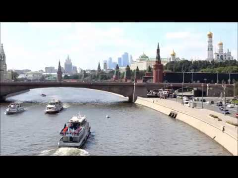 Moscow as well as the Kremlin with Floating bridge oca pe c apeo oca