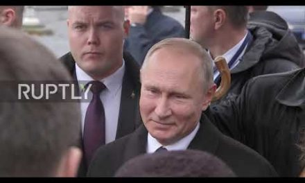 France: Putin lays blossoms at WWI memorial in Paris
