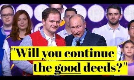 MOTIVATION: Youth Volunteers Chant as Putin Awards Top Prize!