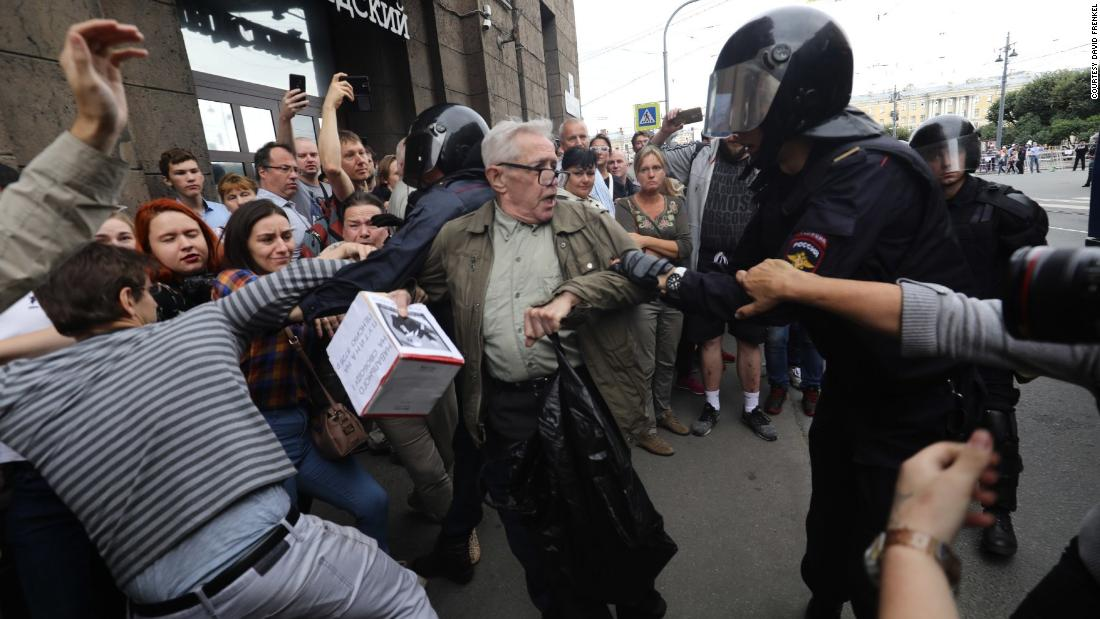 Russia protests: More aside from 1,000 detained, tracking workforce says