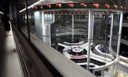 Asia Stocks Slump, Bonds Rise; Yen Climbs Past 105: Marketplace Wrap