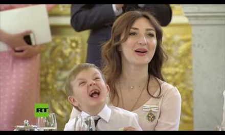 Lime obtains pleasant retribution on a child throughout Kremlin honor event