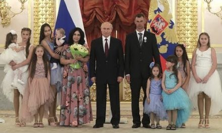 Putin give out honors to Russians that are having great deals of kids