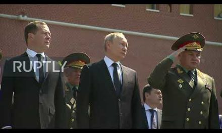Russia: Putin lays wreath at Tomb of Unknown Soldier in Moscow