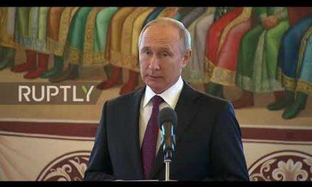 Russia: Putin takes Xi on scenic tour of Moscow ' s Kremlin