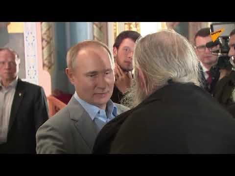 Putin a Luka šenko odešli do kláštera na ruském ostrověValaam Byli přivítáni růžemi