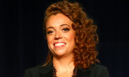 Michelle Wolf Mocks Kellyanne Conway, Sarah Huckabee Sanders to Their Faces at WHCD