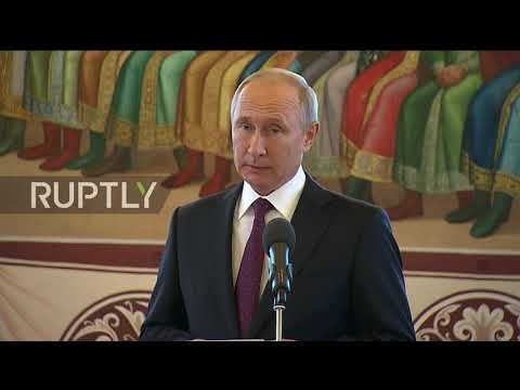 Russia: Putin takes Xi on scenic tour of Moscow ' s Kremlin
