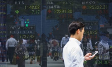 Asia Stocks Mixed on Trade Volleys; Kiwi Slumps: Marketplace Wrap