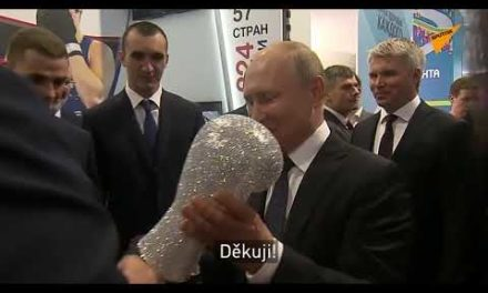 Rusk ý prezident Vladimir Putin si vzpomněl, jak mu zlomili nos